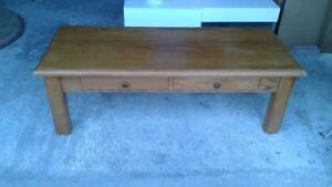 Solid oak coffee table in very good condition