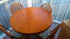 Oak extendable table with 4 chairs
