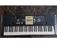 YAMAHA YPT 220 KEYBOARD WITH STAND