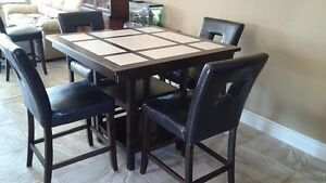 Counter height dining set in excellent condition