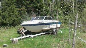 Trailer and pod with a free boat