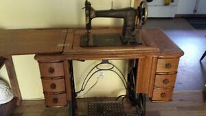Princess Sewing Machine/Table