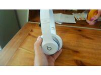 Beats Solo 2 Wireless Headphones - White - Mint Condition