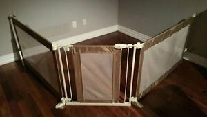 Baby/Toddler safety gate/play area