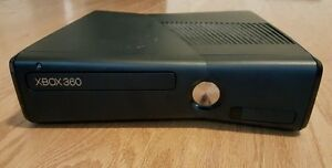 320GB XBOX 360 SLIM INCLUDES CONTROLLER + HDMI + 2 GAMES
