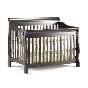 Shermag Preston 4 in 1 crib, dresser and hutch