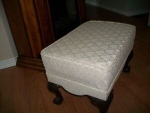 GORGEOUS IVORY WHITE QUEEN ANNE WING CHAIR & FOOTSTOOL Kingston Kingston Area image 7