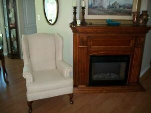 GORGEOUS IVORY WHITE QUEEN ANNE WING CHAIR