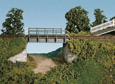 Wills SS28 Occupational Bridge & Stone Abutments, single track (OO plastic kit)