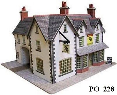 Metcalfe PO228 Card - Coaching Inn (00 Gauge) Railway Model Kit