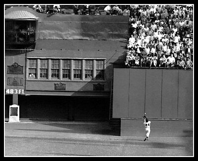Willie Mays World Series Catch - Willie Mays Photo 8X10  The Catch 1954 World Series New York Giants Polo Grounds