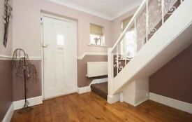 **CHAiN FREE** 3 Bed detached house North Weald Epping