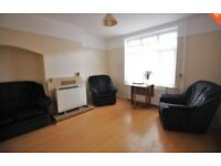 *DSS CONSIDERED* SPACIOUS 3 BEDROOM IN EDGWARE W/ OFF-STREET PARKING, CONSERVATORY & GARDEN!