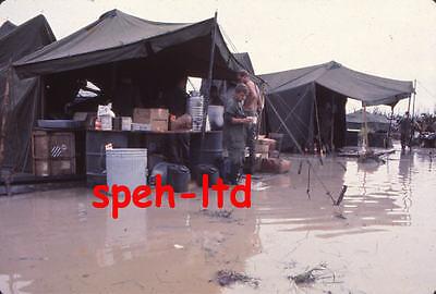Original Dia  / ..Aufnahme während des Vietnam Krieges  .....   ( 5 )