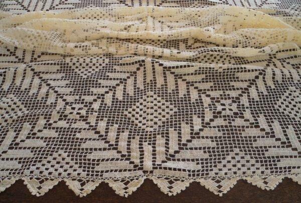 """Vintage Filet Crochet Lace Tablecloth Laurel Leaf Medallion Pale Yellow 79"""""""