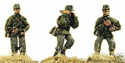 Gun Crew Stands - SHQ SS61 1/76 Diecast WWII German SS Field Gun Crew Standing with 105mm Shells