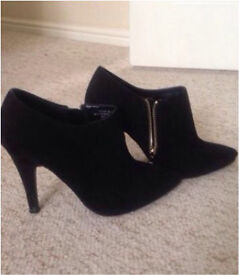 Size 5 ankle boots.