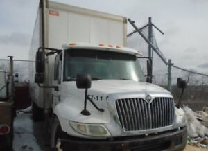 2007 International 4300 DT466 - 26 ft straight truck w lift gate