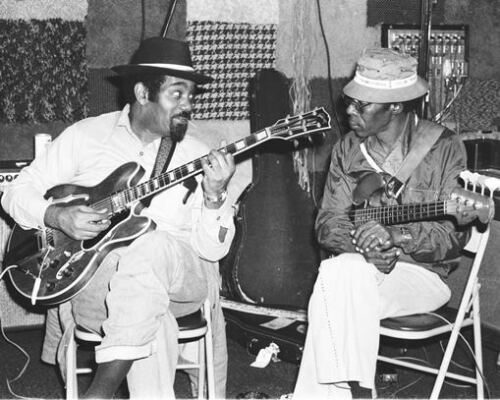 CHICAGO BLUES PHOTO: LOUIS MYERS & BOB STROGER in recording session, 1980