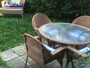 Set table et chaises de patio en rotin - osier