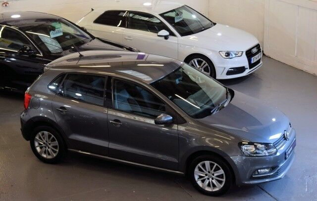 volkswagen polo 1 4 se tdi bluemotion 5dr nimbus grey metallic 2014 in halifax west. Black Bedroom Furniture Sets. Home Design Ideas