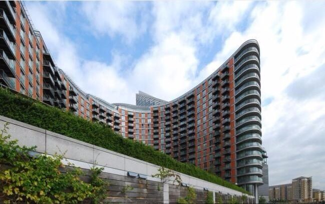 @ New Providence Wharf - Beautiful one bedroom apartment - walk to Canary Wharf - seconds from DLR!