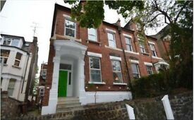 Fantastic 4/5 bedroom flat to rent in Muswell Hill on Colney Hatch Lane