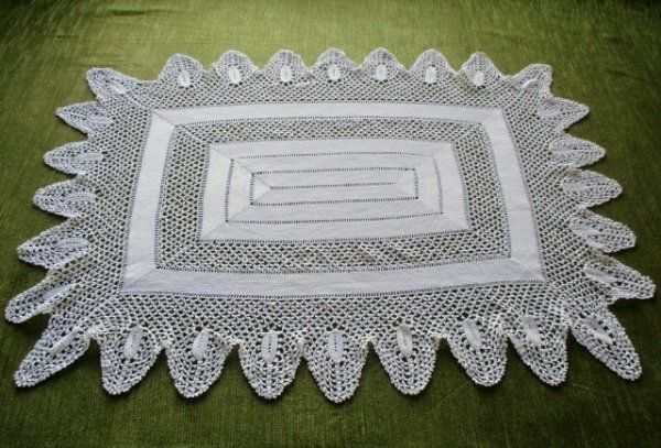 ANTIQUE TRAY CLOTH ~ ALL HAND CROCHET~ WHITE