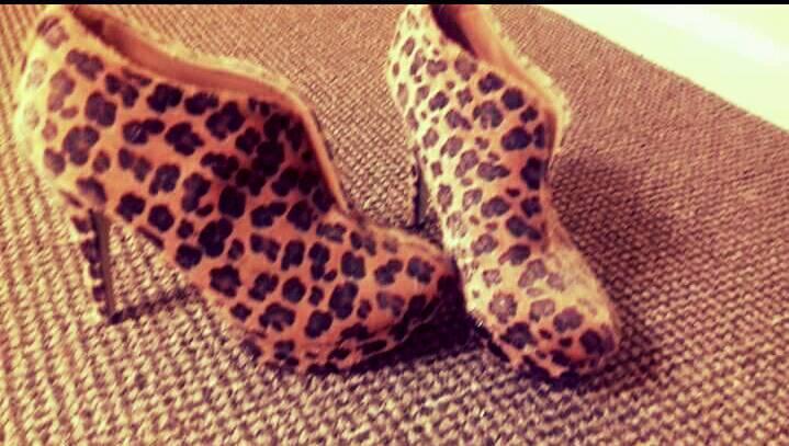 Gorgeous Leopard Shoe Boots Size 6