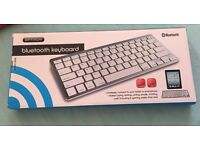 Wireless keyboard for tablet or smartphone