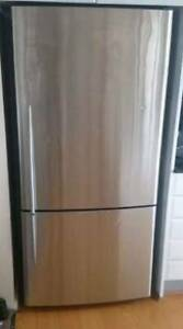 FREE DELIVERY Stainless steel Fisher Paykel 517L Bottom Mount