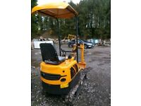 Mini Digger 0.8 ton new machine with demo hours only