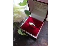 Gorgeous 9ct Gold Central Pearl & Diamond Ring Size N