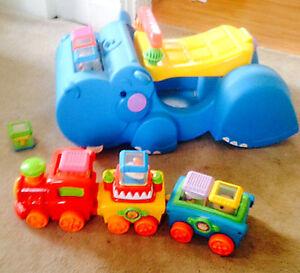 PEEK A BLOCKS Gobble & Go Hippo & Circus Train