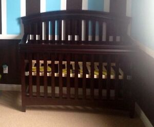 Convertible crib & change table