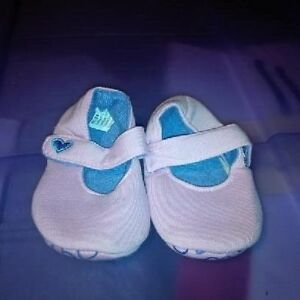Infant Girls Size 3 Shoes St. John's Newfoundland image 3