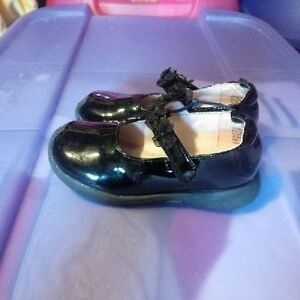 Infant Girls Size 7 Shoes St. John's Newfoundland image 2