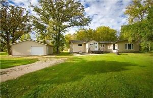 Remodelled bungalow on 14 acres just minutes Birds Hill Park!