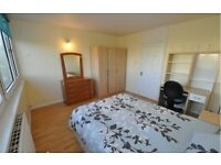 MASTER ROOM NEXT TO THE TUBE STATION! CANADA WATER CALLING! MOVE ASAP!133SE162