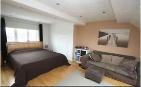Three Double bed house with garden and garage in Bedfont near Heathrow