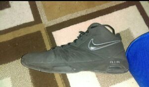Nike Air Mens Basketball Shoes size 11.5