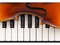 Pianist (Bollywood, Hindi songs) available for collaborations. Experienced wedding musician.