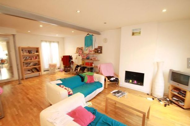 Amazing Three Bedroom House to Let - Brixton