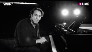 Chilly Gonzales 1st row center floors/Parterre 1ere rangee-'AA'