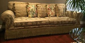 Sofa with 5 cushions