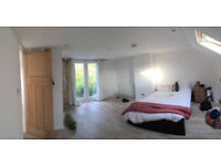 Beautiful spacious and bright double room overlooking garden in lovely houseshare.