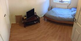 Wow-Amazing Double Room 5 mins from the Station :)