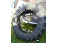 Free large tractor Tyre exercise keep fot weight lifing strong man