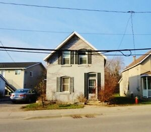 Orillia, Upper level 1 bedroom with utilities included