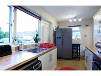 1 room in a stunning 2 bed house with garden and car park